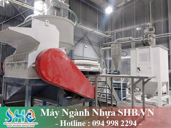 Hút thổi nguyên liệu trong nhà máy sản xuất nhựa